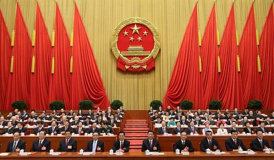 3月17日,十二届全国人大一次会议在北京人民大会堂闭幕。习近平等党和国家领导人在主席台就座。 新华社记者 兰红光 摄