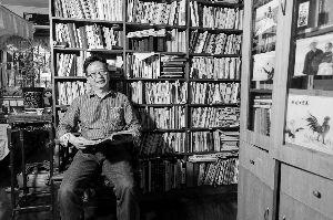 马茂军在书房。