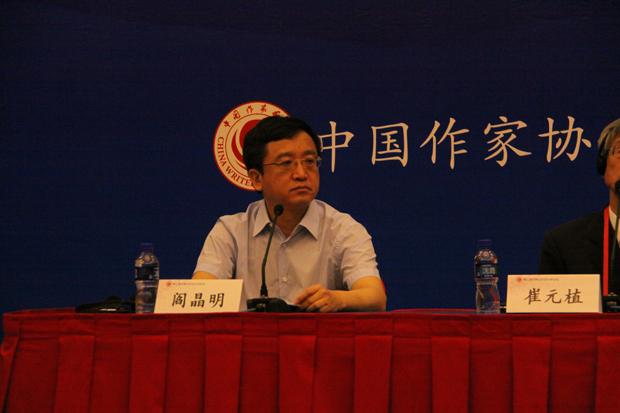 6月12日,由中国作家协会主办的第三届中韩日东亚文学论坛新闻发布会在北京举行。中国作协主席铁凝、中国作协副主席莫言、韩国团团长崔元植、日本团团长岛田雅彦出席新闻发布会并发言。中国作协书记处书记阎晶明主持新闻发布会。来自中日韩三国的媒体记者就相关话题提问。   第三届中韩日东亚文学论坛将于6月13日至17日在北京、青岛两地举行。铁凝在发言中谈到,中韩日三国是近邻,自古以来就有密切的文化往来,三国的文学交流也有着悠久的历史和传统。进入新世纪以后,三国作家的文学交流日益增多,交流形式更加多样,交流内容更加丰