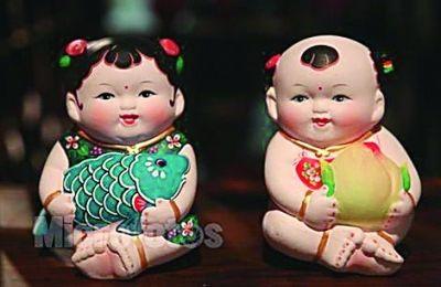 北京,天津地区中秋节令的传统玩具——泥塑兔儿爷,尤具特色,是人和兔
