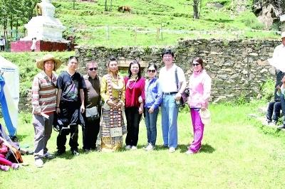 2008年,因为一次偶然的 录音,杨华结识了木雅藏族歌手巴姆.