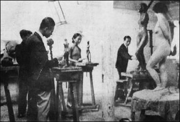 中国第一个裸体女模被斥妓女