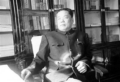 贾大山,河北正定人,河北省新时期第一位获全国优秀短篇小说奖的作家。生前曾任河北正定县文化局局长、河北省政协常委、河北省作家协会副主席。1997年2月20日病逝。